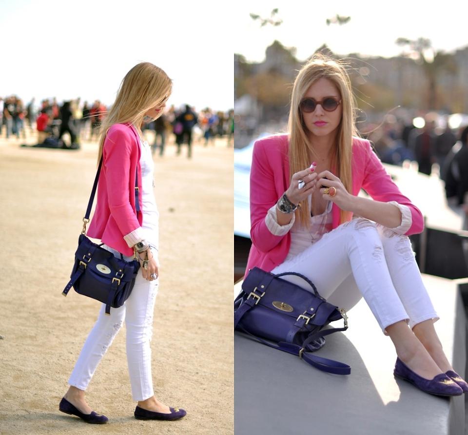 Розовый пиджак с брюками и блузкой